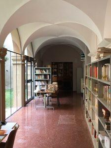 """La biblioteca del Liceo Classico """"Rambaldi"""""""